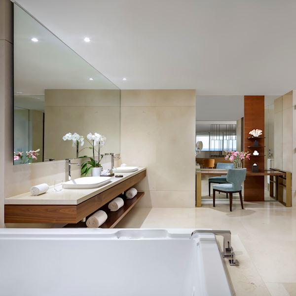 Bath Grand Class Suite